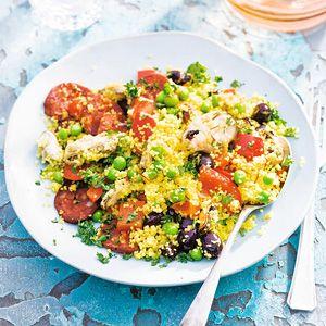 Spaanse couscous met chorizo. Skip de mosselen en doe er een courgette, feta & wat citroensap bij. Delicious! #lunch #diner