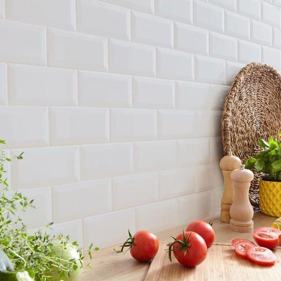 Subway Tile Ceramic White Bevelled Gloss 10x20cm 1m2 Box In 2020 Subway Tile Tiles Subway