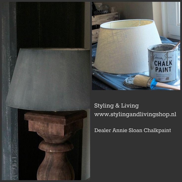 Lampenkap geverfd met French Linen en Graphite van Annie Sloan Chalkpaint. Werkwijze en informatie op : www.stylingandlivingshop.nl
