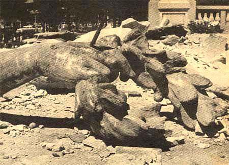Columna del Angel de la Independencia, el angel caido durante el temblor de 1957