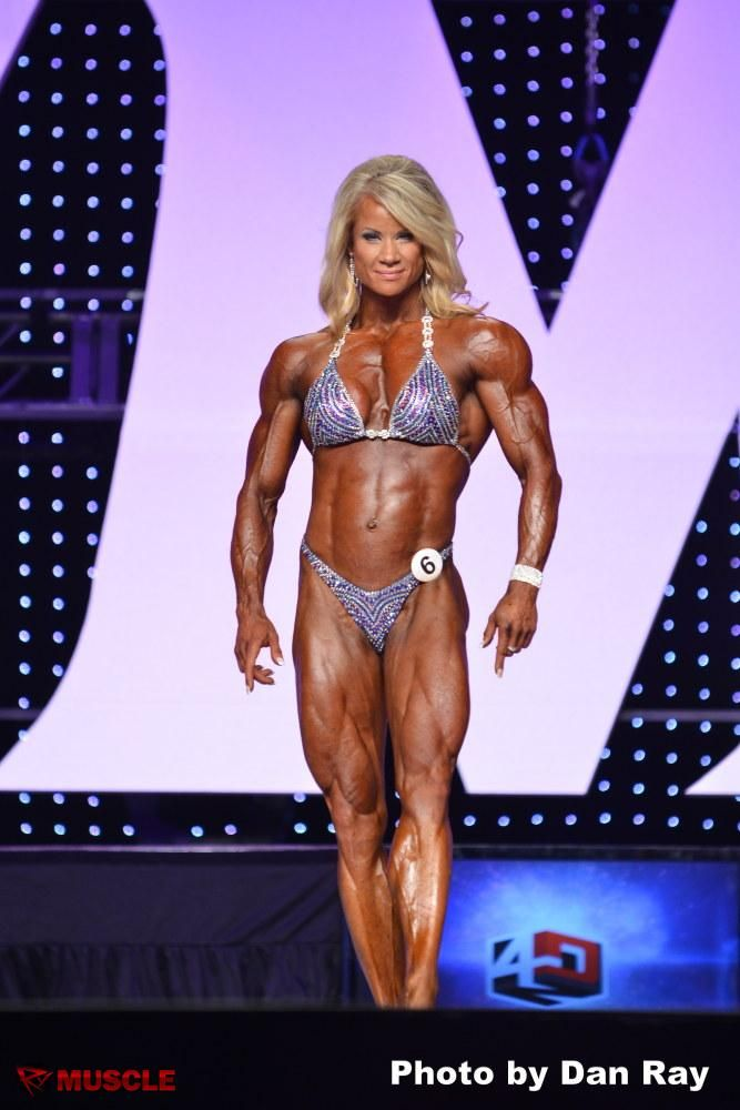 """""""In the Moment"""" with IFBB Pro Bodybuilder, Lisa Giesbrecht"""