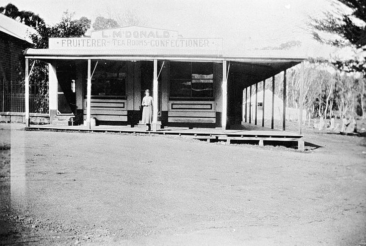 L. McDonald's Fruitshop, Tea Rooms & Confectioners, Harrow, Victoria, 1930 - Museum Victoria