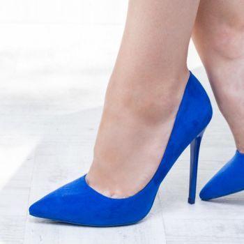 Pantofi stiletto albastri. Exteriorul este realizat din material textil. Dimensiunea tocului este de 11,5 cm