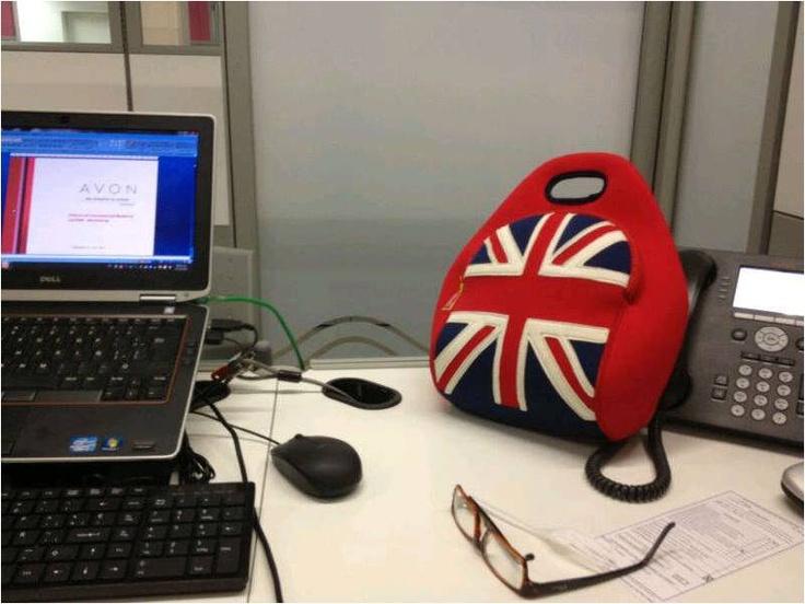 British Invasion Dabbawalla Lunchbag  Encuéntrala en www.qipi.co #officelunchbag #avon_colombia #fashionlunchbag