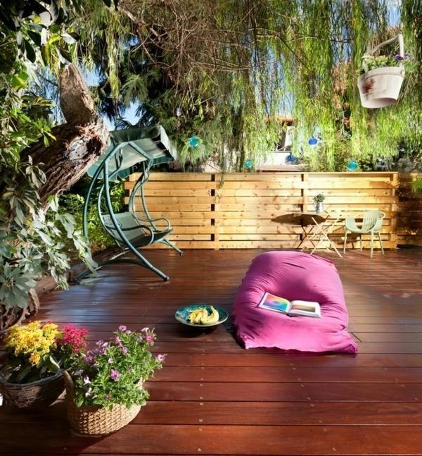 Palissade en bois, mobilier lounge et balancelle