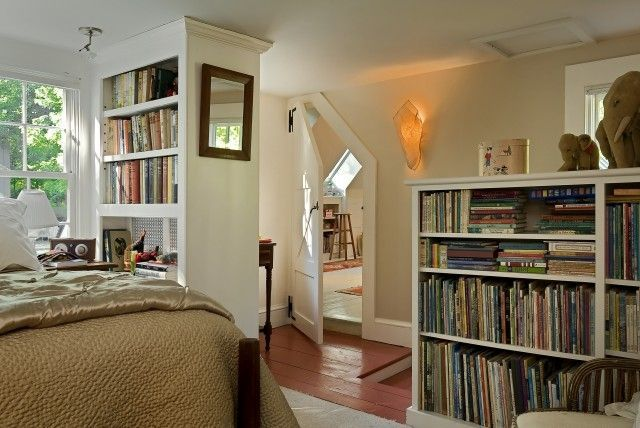 I really like this space. Guest room with lots of space for books.