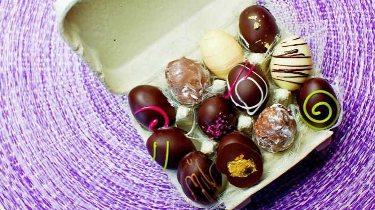 Digg påskekos: Saftig sjokoladekake, morsomme påskeboller og marsipanegg