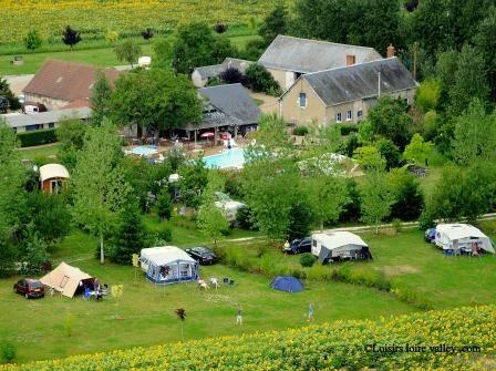 camping midden frankrijk, 6 uur rijden vanaf randstad, met zwembad, grote plekken, fijne sfeer.