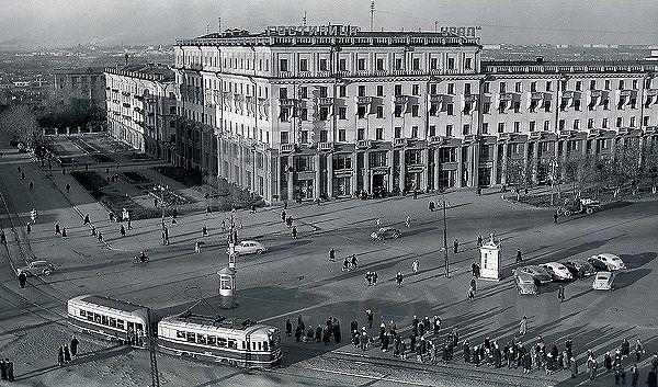 Площадь, начало 60-х...