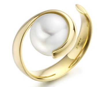 PEARL RING BY PAUL SPURGEON  18CT YELLOW GOLD & WHITE CULTURED PEARL RING  £POA