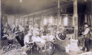 Workers assembling transmissions. St. Louis Motor Carriage Company factory. (1902) Photograph by Kelley's Studio. Missouri History Museum