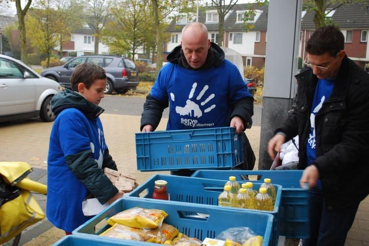 Fotos - Inzamelactie voedselbank - STC Diemen het goede doel wat wij ondersteunen op http://www.date2shine.nl/goede_doelen