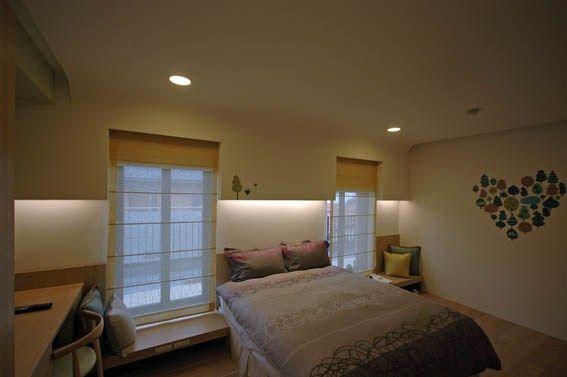 腰掛け窓。こういうのもいいかも。 kagami-renovation.com kengaku 4273.html