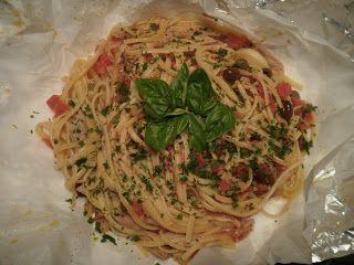"""Le """"linguine saporite al cartoccio""""  sono un primo piatto semplice, invitante e dal sapore vagament..."""