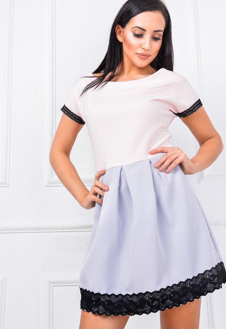 Rozkloszowana sukienka krótki rękaw koronka