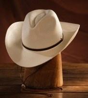 El Panamá en diferentes modelos, bombín, tipo cowboy… Es ver un sombrero y se nos disparan las dudas. ¿Por qué?