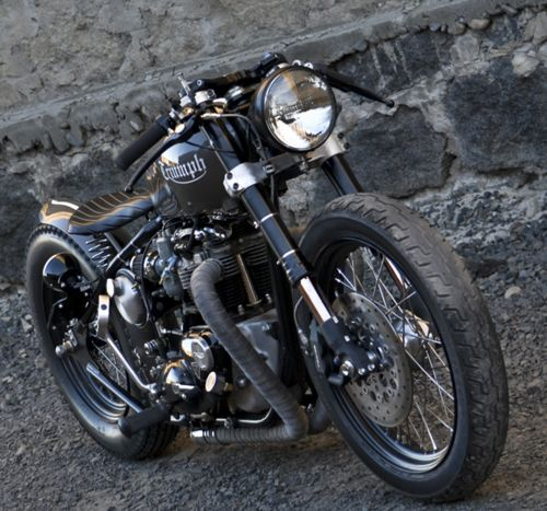 >what a quirky way to custom a triumph-inspired by the XO maybe ? the handlebars are so different! More