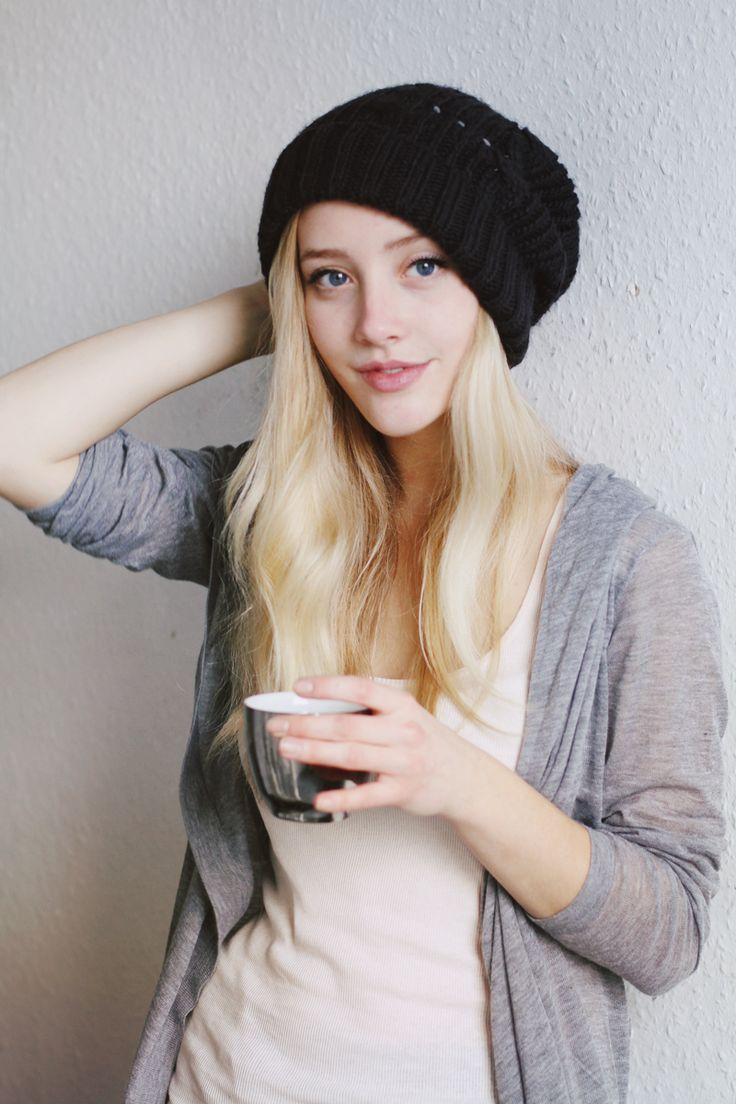 Not the face, but the hair and clothing style is Julia