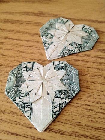 ちょっとドキドキしますが、ドル紙幣で作るとこうなります。なんだか美しいですね♪