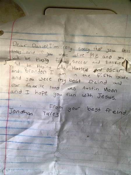 """Cuando Steve Mershon encontró una botella con un mensaje dentro en una playa de Indialantic (Florida, Estados Unidos), pensó que dentro habría frases escritas por un niño o un adolescente. Algo tipo """"Lanzado al agua el 5 de mayo de 2003"""", y poco más. Pero cuando extrajo la hoja de papel se llevó una"""