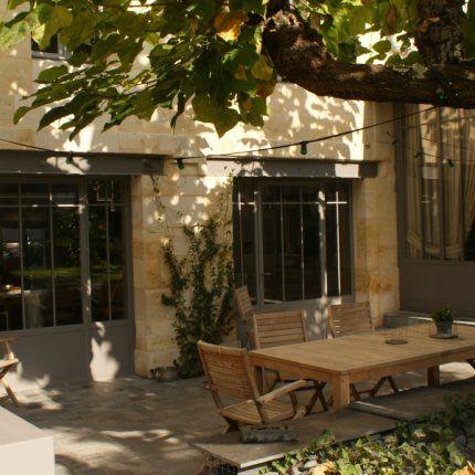 Terrasse sous platane + porte fenêtre style indus !