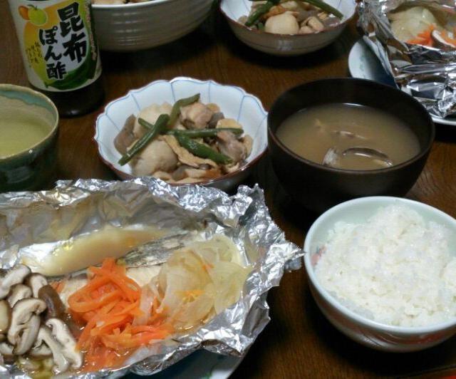 鱈のホイル焼きだけだと文句言われそうなので、里芋の煮物に鶏肉も一緒に炊きました。 明日のお弁当にも入れちゃお(≧▽≦) - 67件のもぐもぐ - 鱈のホイル焼き&里芋と鶏肉の煮物&アサリの味噌汁 by sakachinmama