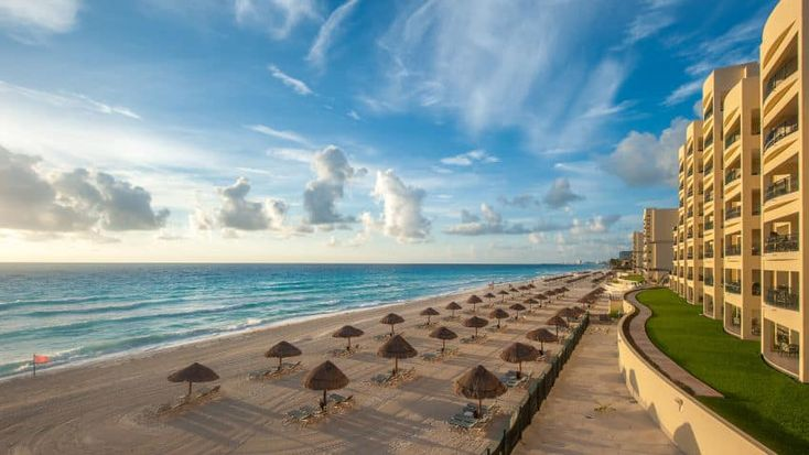 """Hotel Cancun Clipper Club is rated """"Exceptional"""" by our guests. Take a look through our photo library, read reviews from real guests and book now with our Price Guarantee. We'll even let you know about secret offers and sales when you sign up to our emails."""