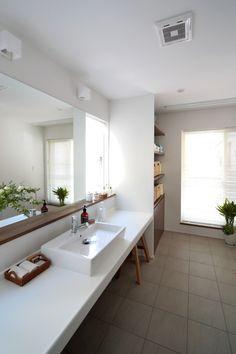 すっきりシンプル 植物のある洗面台