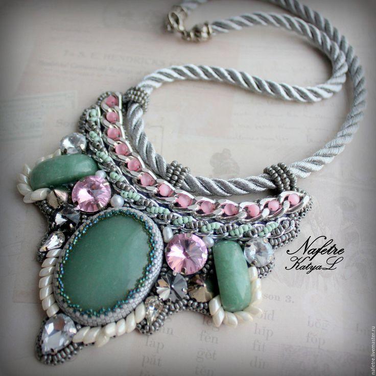 Купить Колье с камнями, колье светлое, колье на шнуре, колье с кристаллами - бледно-розовый, колье