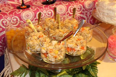 Hawaiian Party Food Recipes!  http://whatyoumakeit-coley.blogspot.com/2012/01/hawaiian-party-food-recipes.html