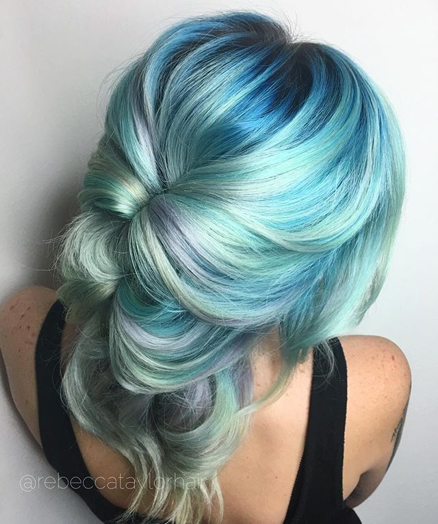Shades of blue, aqua, lavender.  In love with this!
