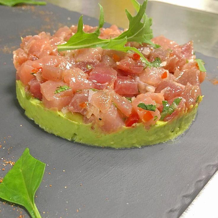 Авокадо фаршированные тунцом