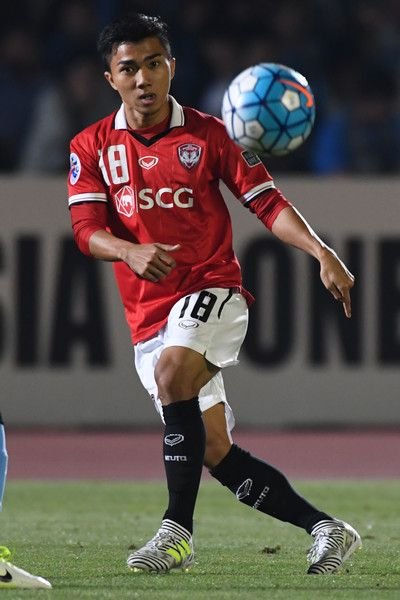 Chanatip Songrasin of Muangthong United in action during the AFC Champions League Round of 16 match between Kawasaki Frontale and Muangthong United at Kashima Stadium on May 30, 2017 in Kashima, Japan.
