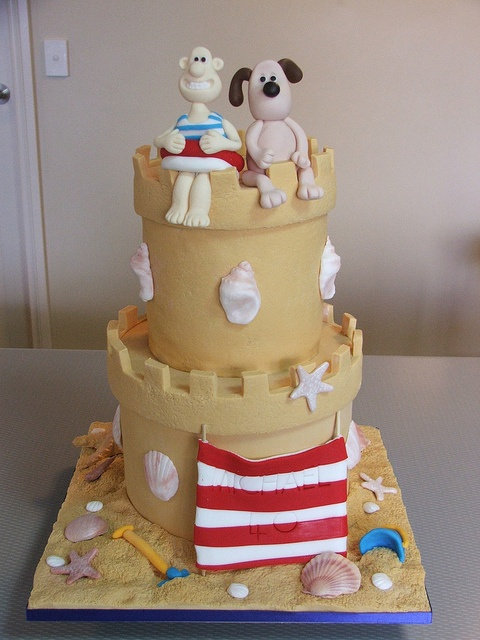 Wallace & Gromit (funny British movie stars) at the beach cake