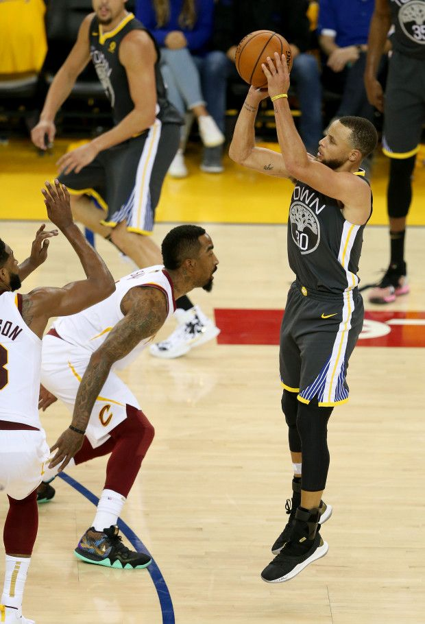 Golden State Warriors' Stephen Curry (30) shoots against the Cleveland Caval…