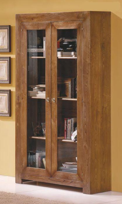#vitrina #rústica de roble con la estructura ensamblada a inglete, con dos puertas de cristal. Más información en: http://rusticocolonial.es/