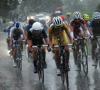 Emma Pooley battles through the rain #Olympics #Cycling #Surrey #Pooley
