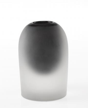 Leerdam Unica 93078, Gematteerde cylindervorm, met smalle halsopening, rood bruine binnenvorm, als een ring zichtbaar aan de halsopening en doorschijnend in de vaas, uitv. N.V. Glasfabriek Royal Leerdam
