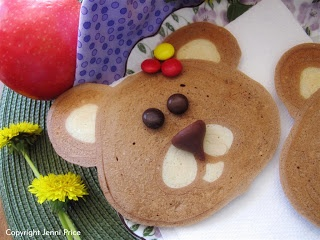How amazing are these teddy bear pancakes. Pancake mix is coloured with food dye to create these gorgeous pancakes. What a great treat for a teddy bear picnic or just for fun anytime of the day.