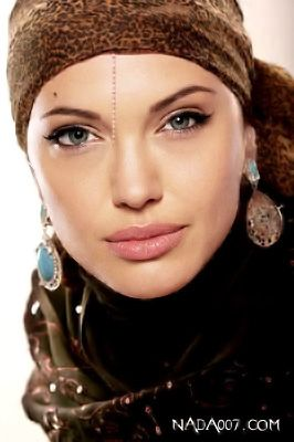 nice.. though her earring is backwards, but nice look. Hijabs might be in a fad