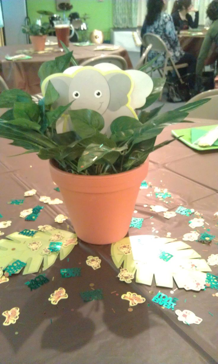 25 best ideas about jungle centerpieces on pinterest for Baby shower safari decoration