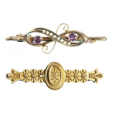 BROOCHES  Gold. 9 K.  A passed with 7/2 pearls and two purple glass stones. Total weight: 1.4 grams.  Birmingham in 1892.  A brooch with punched pattern. Total weight: 1.6 g. Ca 1890.  LENGTH 4.5 and 4 cm.