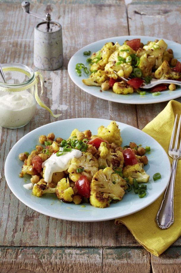 Unser beliebtes Rezept für Gebratener Blumenkohlsalat mit Curry-Joghurtsoße und mehr als 55.000 weitere kostenlose Rezepte auf LECKER.de.