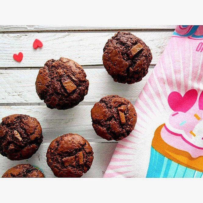 Czekoladowa rozpusta na dobry początek tygodnia. Poniedziałkowe czekoladowe muffinki 😍 ---> Zapraszam na moją stronę na fb https://m.facebook.com/eatdrinklooklove/ ❤   . . Chocolate sweets for a good start of the week. Monday's chocolate muffins 😍 ---> I invite you to my page on fb https://m.facebook.com/eatdrinklooklove/ ❤