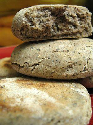 mangeons des p'tits clous » des petits pains de sarrasin aux graines de pavot