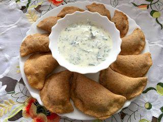 pełnoziarniste pierogi z kaszą gryczaną i serem z piekarnika