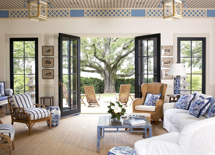 What an amazing combination of blue and white and Chinoiserie! These are photos of the pool house of Blue Ridge Farm in Albemarle, Virgini...