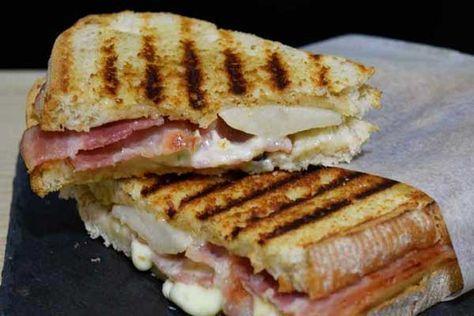Sándwich de pera, gorgonzola y bacon - receta - Con Cuchillo y Tenedor