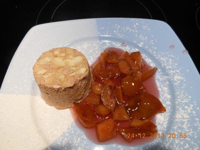 Das perfekte Dessert: Lebkuchenparfait  mit Rotweinpflaumen-Rezept mit einfacher Schritt-für-Schritt-Anleitung: Die Sahne steif schlagen. Die Eier mit dem…