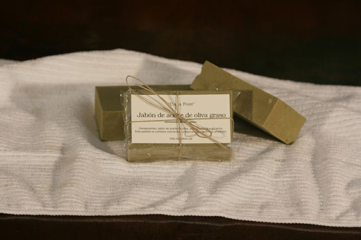 Pastilla de jabón de aceite de oliva con glicerina para pieles secas.